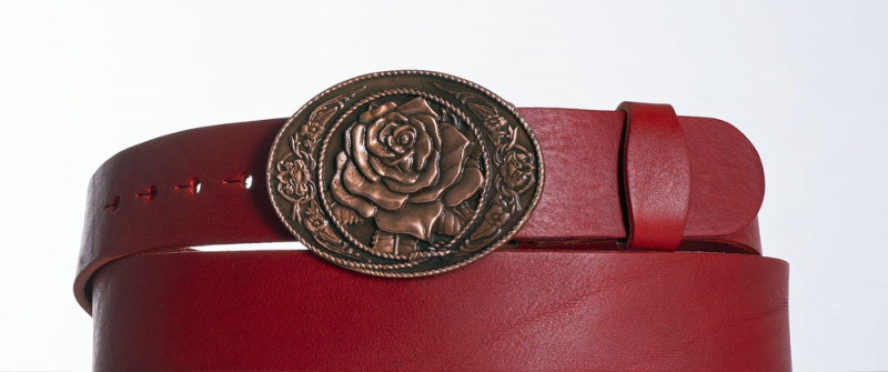 Kožené opasky - Dámský červený pásek s květem