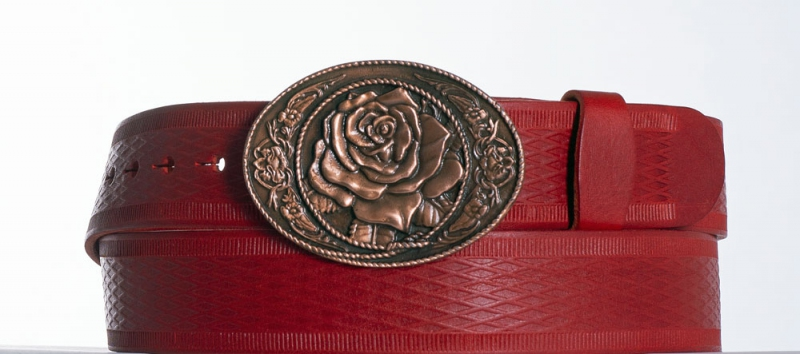 Kožené opasky - Dámský červený vroubkovaný pásek s květem