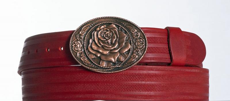 Kožené opasky - Dámský červený prouškovaný pásek s květem