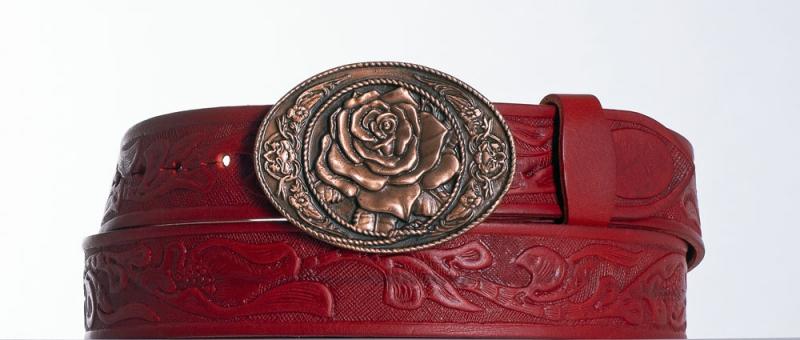 Kožené opasky - Dámský červený vzorovaný pásek s květem
