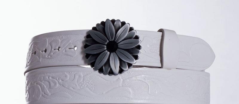 Kožené opasky - Bílý kožený opasek Kopretina vz.