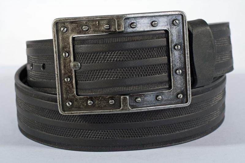 Kožené opasky - Černý pásek šroubky pr.