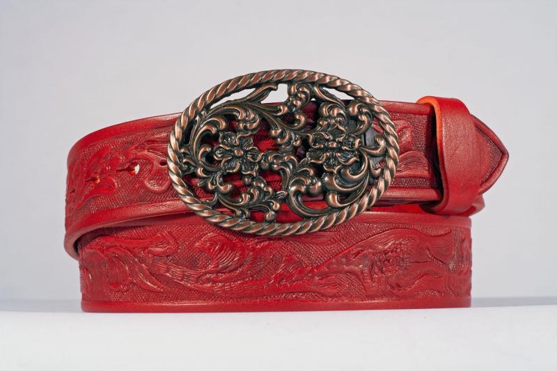 Kožené opasky - Červený opasek růže vzor