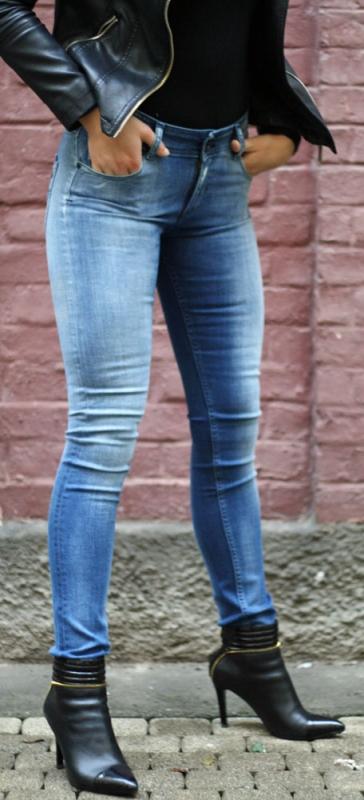 Dámské džíny - Dámské jeansy Levante 33